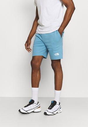 MENS GRAPHIC SHORT  - Sportovní kraťasy - niagara blue