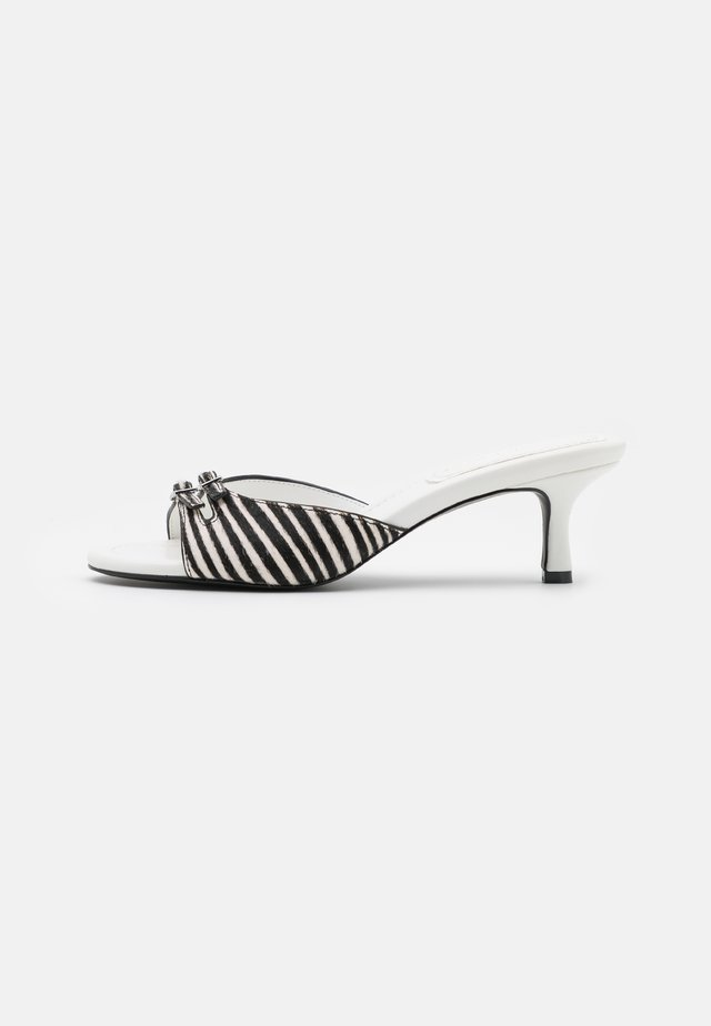 RACHEL - Heeled mules - white/black