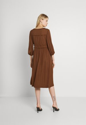 MIDI LENGTH DRESS WITH RUFFLE DETAILS - Day dress - brown