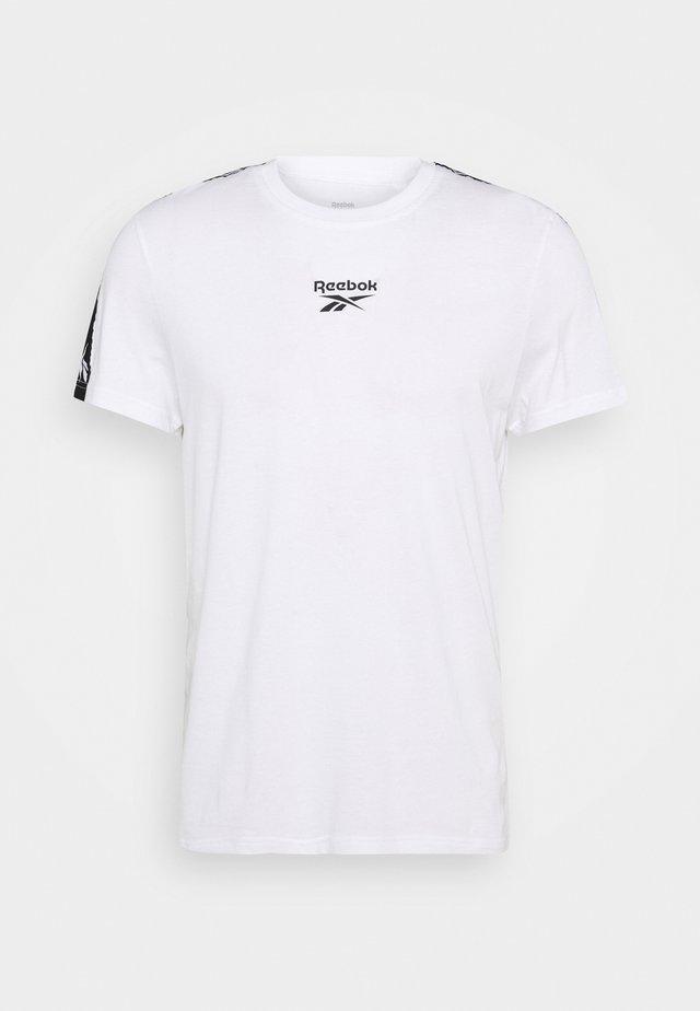TE TAPE TEE - Camiseta estampada - white