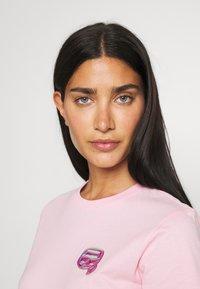 KARL LAGERFELD - MINI IKONIK BALLOON TEE - Print T-shirt - pink - 3