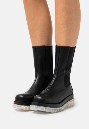 NEVILLE - Platåstøvler - black
