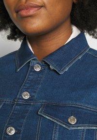 Vero Moda Curve - VMEBBE LONG JACKET - Giacca di jeans - medium blue denim - 5