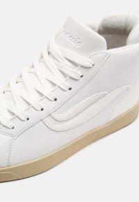 Genesis - G-HELÁ MID ECO UNISEX - Sneakers alte - white - 6