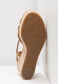 UGG - MELISSA - Sandales à talons hauts - chestnut - 6