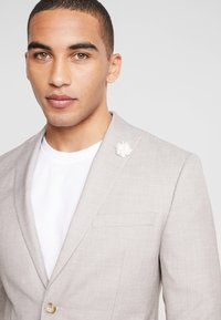 Isaac Dewhirst - WEDDING SUIT LIGHT NEUTRAL - Oblek - beige - 6