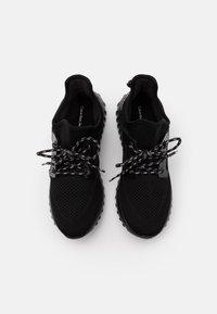 Calvin Klein Jeans - REJAN - Sneakersy niskie - black/silver - 3