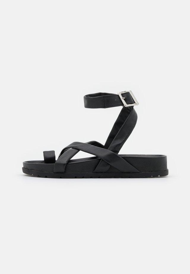 VMHELO - T-bar sandals - black
