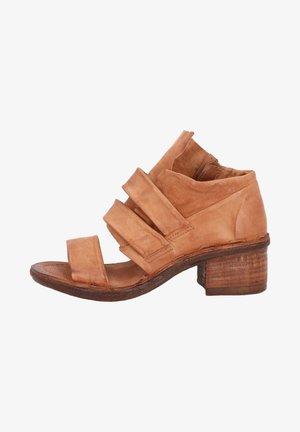 Sandały z cholewką - calvados
