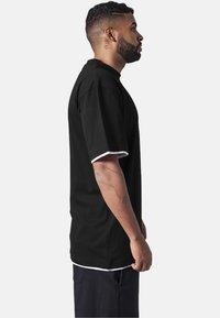 Urban Classics - T-shirt - bas - black,white - 3
