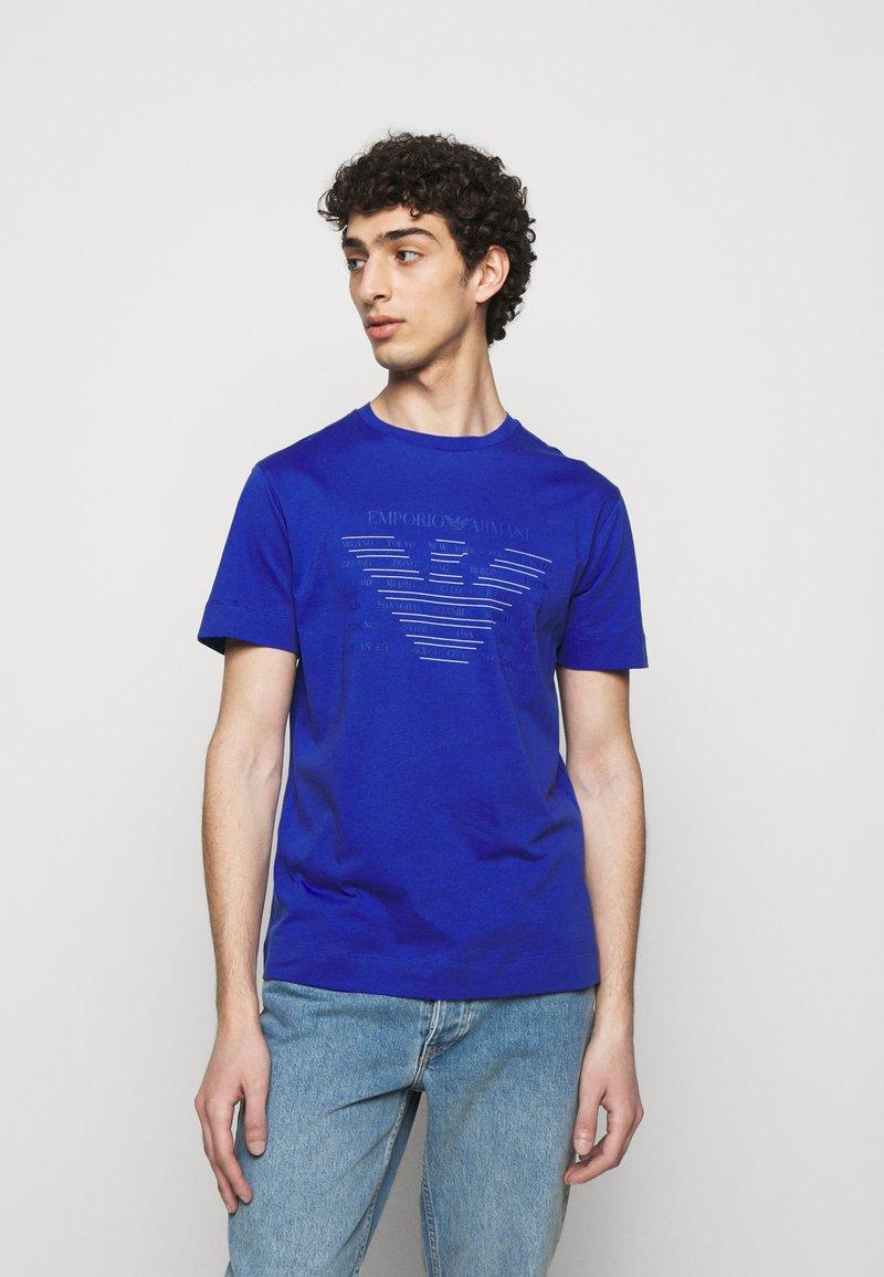 Emporio Armani - T-shirt z nadrukiem - dark blue