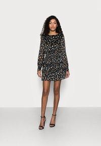 Missguided Petite - FLORAL SHIRRED WAIST MINI DRESS - Day dress - black - 1