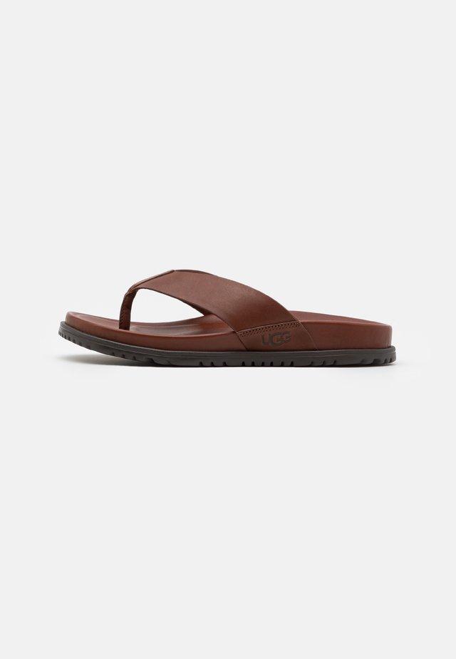 WAINSCOTT FLIP - Sandály s odděleným palcem - cognac