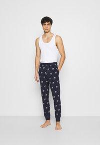 Jack & Jones - JACJASON PANTS - Pyžamový spodní díl - maritime blue - 1