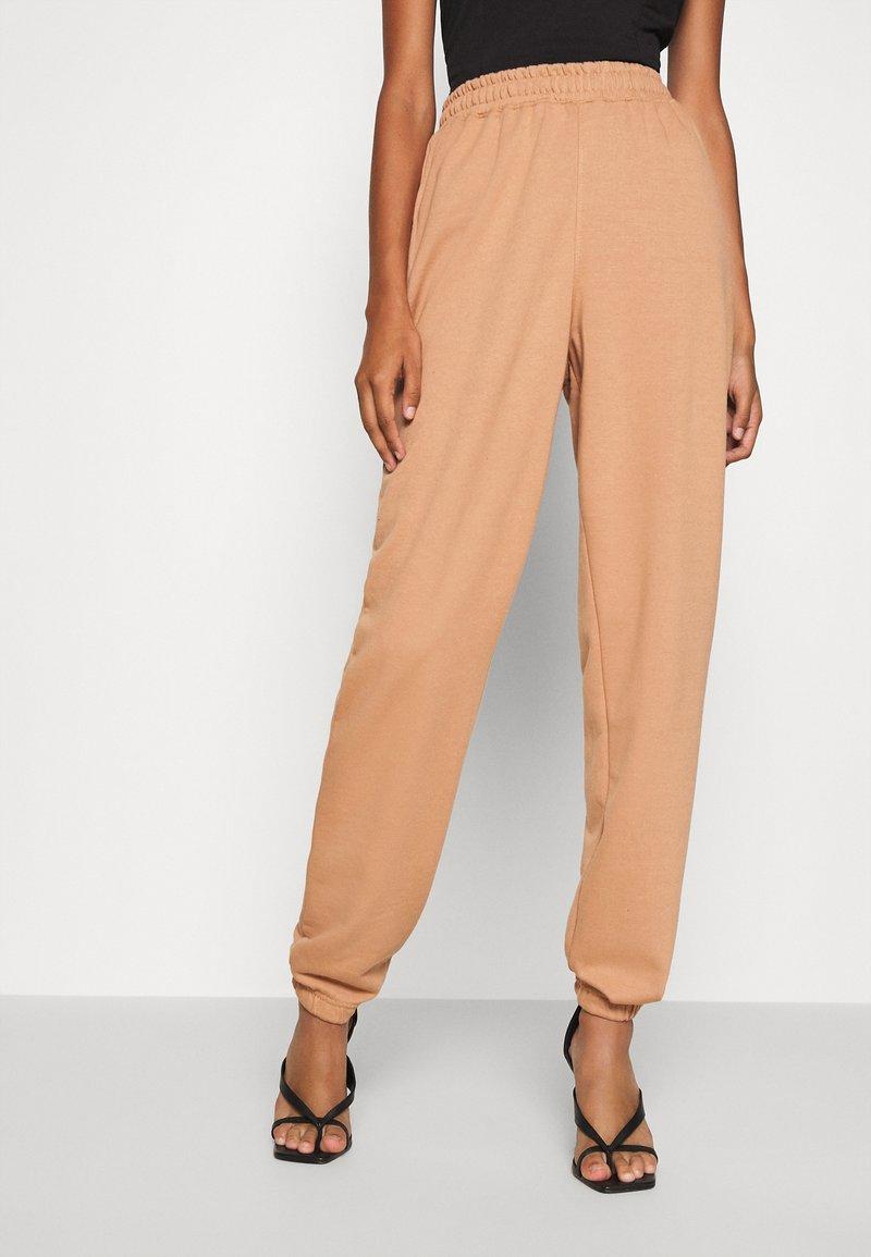 Missguided - BASIC - Teplákové kalhoty - camel