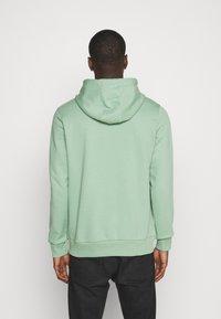 Calvin Klein - LOGO HOODIE - Sweatshirt - green - 2