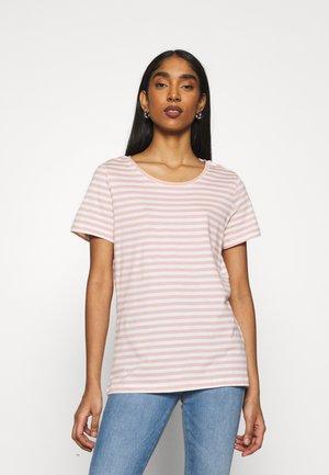 VISUS  - Print T-shirt - misty rose/optical snow