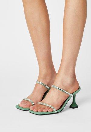 Pantofle na podpatku - clorofila