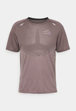 RUN - T-shirt imprimé - black/violet ore/lt violet ore/silver