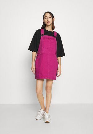 RETRO DUNGAREE  - Denim dress - dark pink