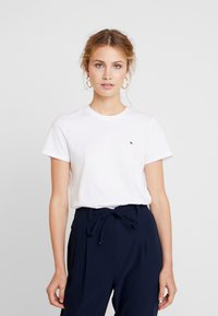 Tommy Hilfiger - NEW LUCY - T-shirt med print - white - 0