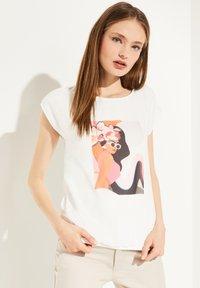 comma - Print T-shirt - white women print - 0