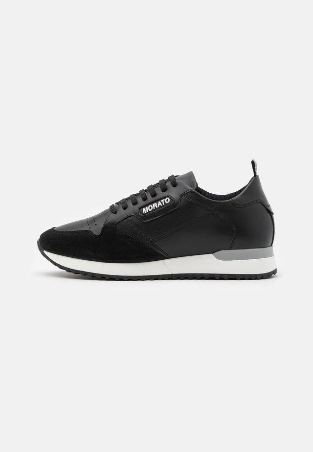 RUN CREWEL - Sneakers laag - black