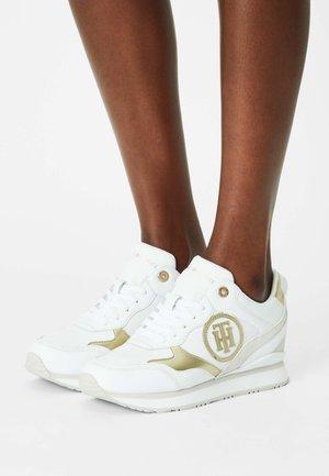METALLIC DRESSY  - Sneakers laag - white
