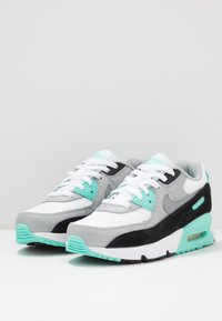 Nike Sportswear - AIR MAX 90 - Sneakersy niskie - white/particle grey/light smoke grey/hyper turquoise/black - 3