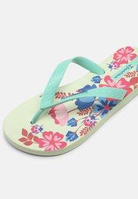 Ipanema - CLASSIC KIDS - Pool shoes - green/pink - 4