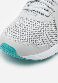 ASICS - JOLT 2 - Zapatillas de running neutras - glacier grey/sunrise red - 5