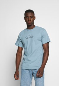 Primitive - SHADOW TRUNK TEE - Print T-shirt - slate - 2