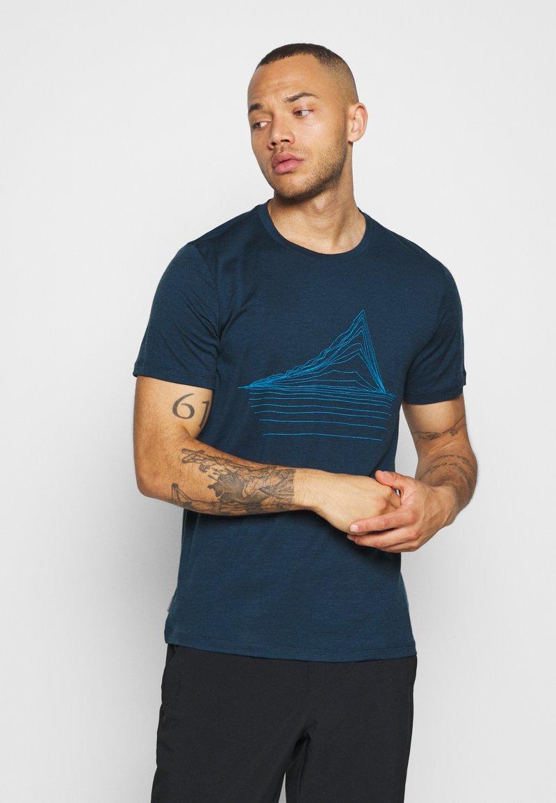 Icebreaker - MENS TECH LITE CREWE HEATING UP - Print T-shirt - nightfall