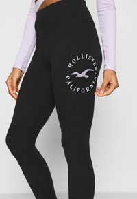 Hollister Co. - TIMELESS GRAPHIC LEGGINGS - Legíny - black seagull - 4
