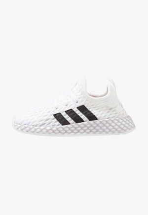 DEERUPT RUNNER - Sneakersy niskie - footwear white/core black/grey two