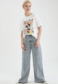 DeFacto - DISNEY - T-shirt con stampa - white - 1