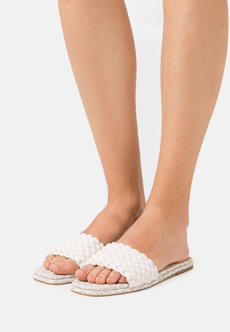 MICHAEL Michael Kors - AMELIA FLAT - Pantofle - cream