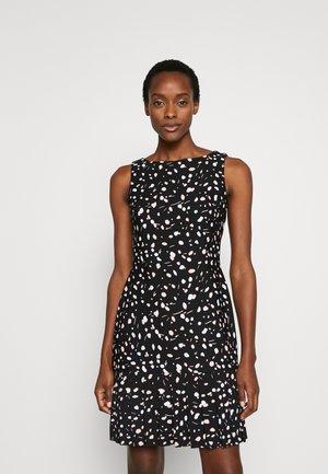 SHEATH WITH PLEAT FLOUNCE - Žerzejové šaty - black