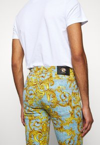 Versace Jeans Couture - BULL BAROQUE - Jeans slim fit - azzurro scuro - 3