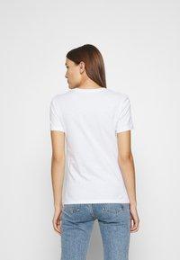 Calvin Klein Jeans - ROUND TEE - Print T-shirt - white - 2