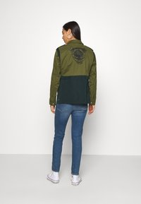 Scotch & Soda - TWO TONE FIELD JACKET  - Lehká bunda - green