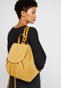 Even&Odd - LEATHER - Reppu - mustard - 1