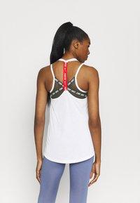 Nike Performance - DRY ELASTIKA - Funktionstrøjer - white/chile red - 2
