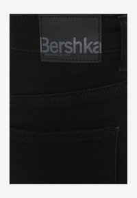 Bershka - SCHLITZ - Jeans straight leg - black - 4
