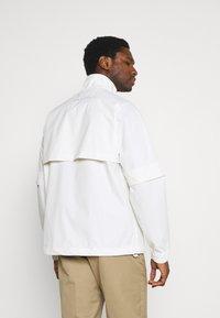 Lyle & Scott - ARCHIVE LIGHTWEIGHT ANORAK RELAXED FIT - Summer jacket - vanilla ice - 2