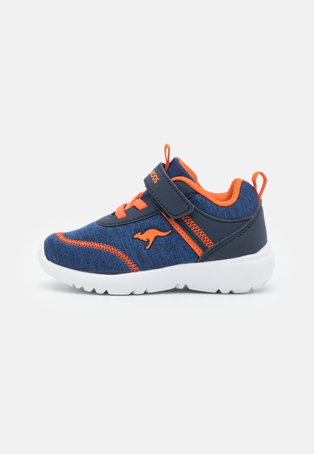 KY-CHUMMY  - Sneakers laag - dark navy/neon orange