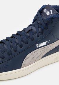 Puma - SMASH V2 MID JR - Baskets montantes - peacoat/gray violet - 5
