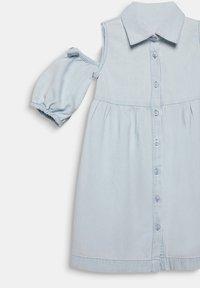 Esprit - MIT CUT-OUT-SCHULTERN, BAUMWOLLE - Denim dress - light indigo denim - 3