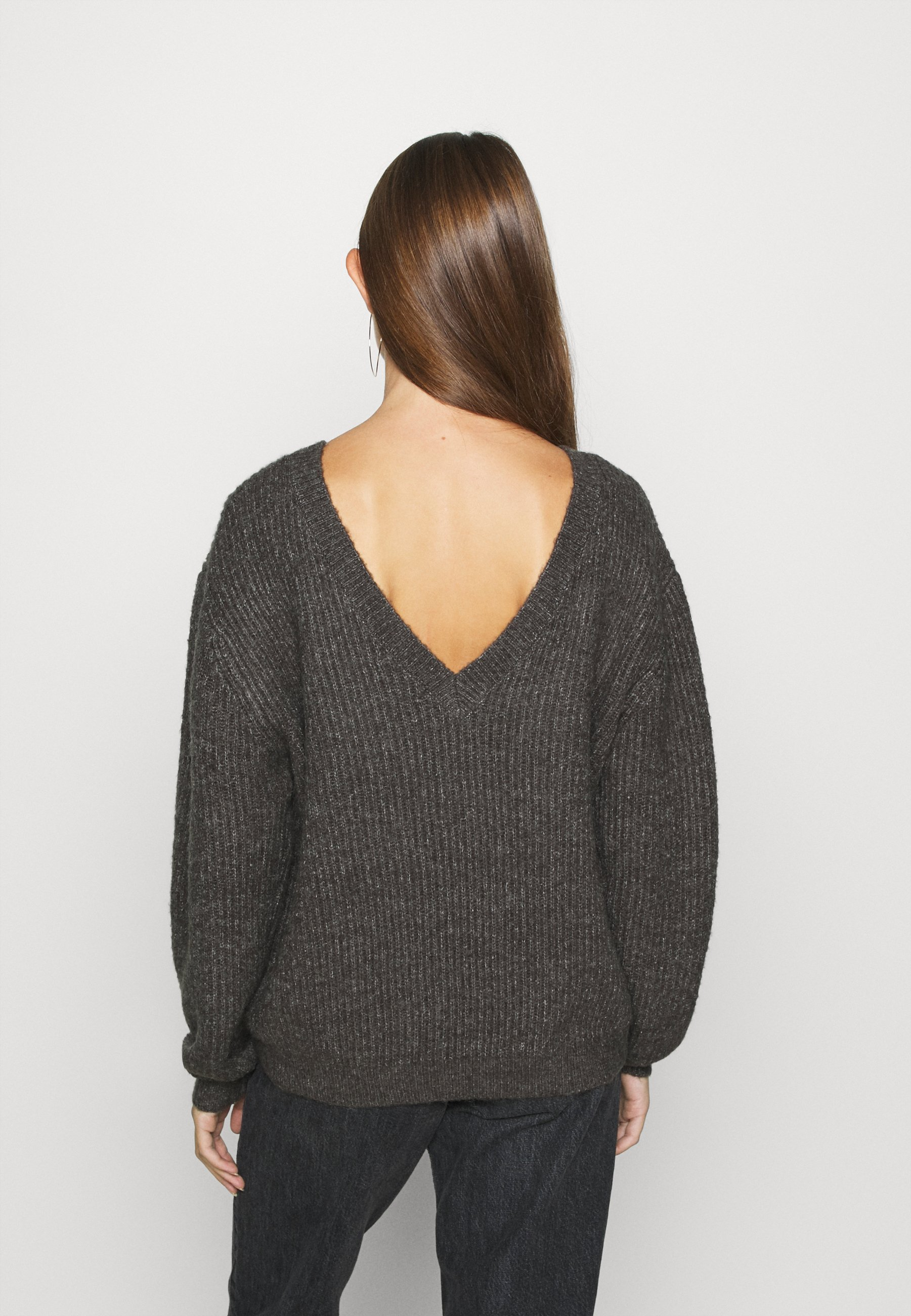 Na-kd Deep Back Sweater - Strikkegenser Dark Grey/grå