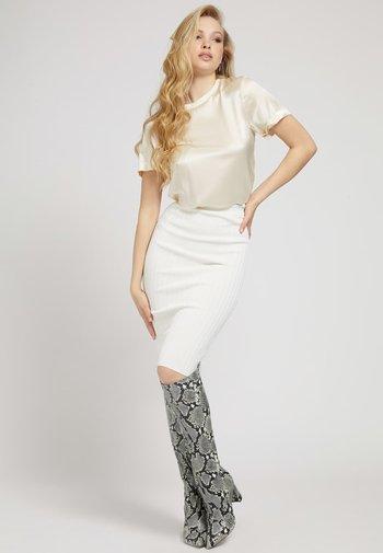 LONGUETTE - Pencil skirt - creme